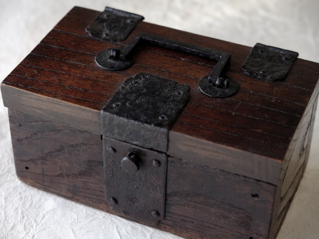 photo: an old wooden box